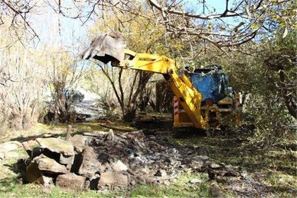 ساختوسازهای غیرمجاز حریم رودخانه کاکارضا تخریب شدند