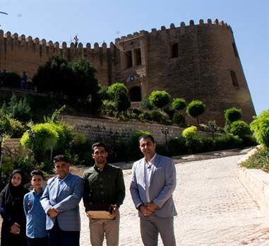وحید امیری: بعد از گلزنی عکس قلعه فلک الافلاک را نشان میدهم