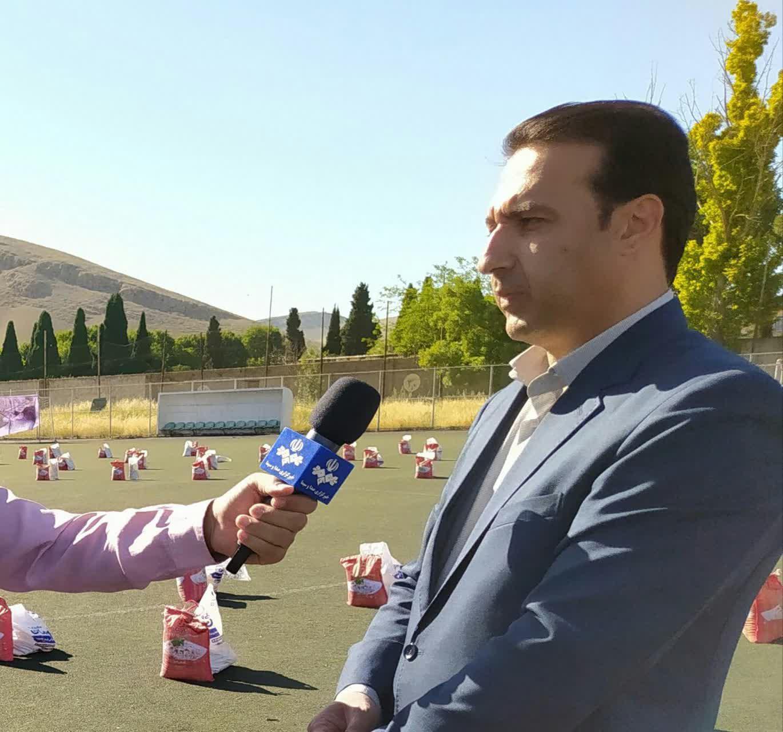 رزمایش همت جوانانه و کمک مومنانه با توزیع ۵ هزار بسته غذایی در استان