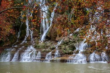 پاییز رنگارنگ در آبشار بیشه