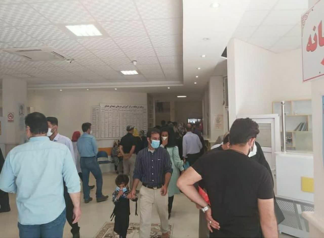 0 4 | تجمع در محیط کرونایی برای ثبت نام واکسن | امید لرستان