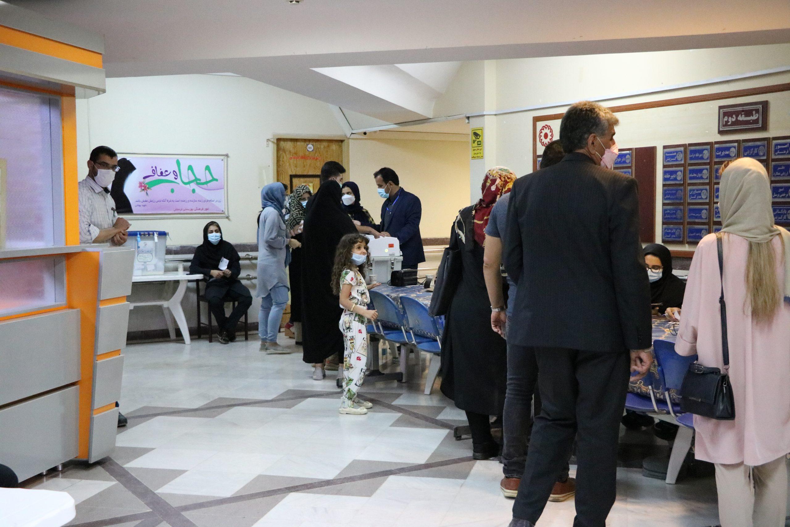 02 3 scaled | حضور پرشور مردم خرم آباد در پای صندوق های رای (2) | امید لرستان