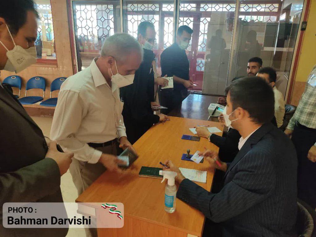 photo ۲۰۲۱ ۰۶ ۱۸ ۱۱ ۵۵ ۲۹   حضور پرشور مردم کوهدشت در پای صندوق های رای   امید لرستان