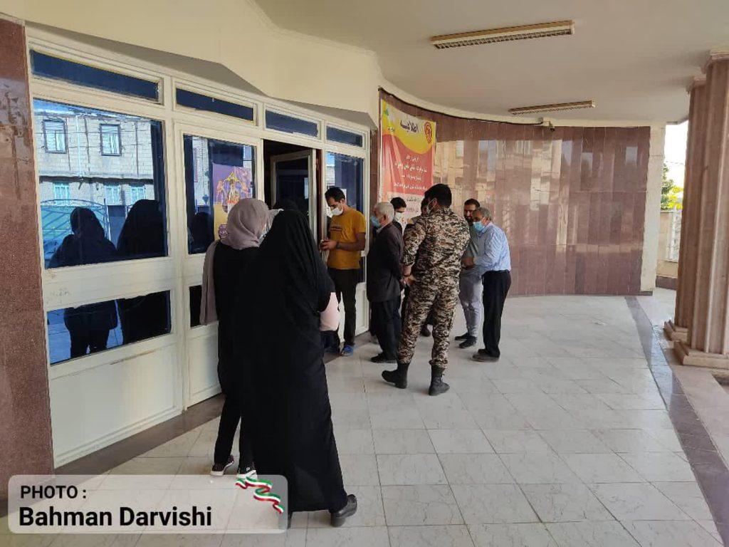 photo ۲۰۲۱ ۰۶ ۱۸ ۱۱ ۵۵ ۳۱   حضور پرشور مردم کوهدشت در پای صندوق های رای   امید لرستان