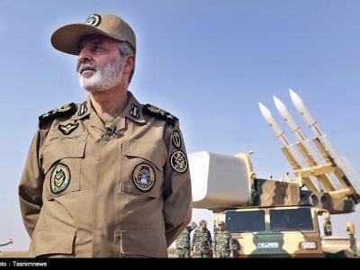 بازدید فرمانده کل ارتش از مرز دوغارون/ سرلشکر موسوی: اتفاقات افغانستان هیچ تهدیدی برای ایران ندارد/ رصد مرزها با انواع سامانههای الکترونیکی