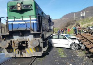 برخورد قطار با خودروی سواری در دورود لرستان پنج مجروح برجا گذاشت
